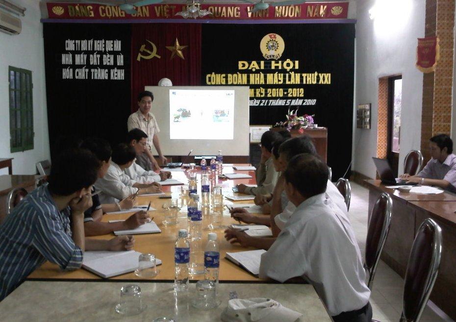 Đào tạo nhận thức HTQLMT ISO 14001:2004 tại NM đất đèn và hóa chất Tràng Kênh